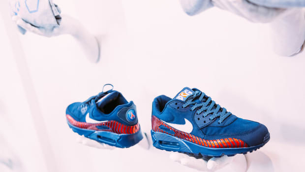 paris-saint-germain-shoe-gallery-nike-air-max-90-a