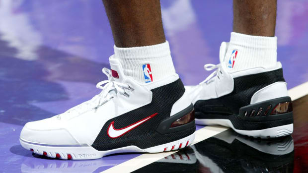 lebron-james-nike-air-zoom-generation-retro