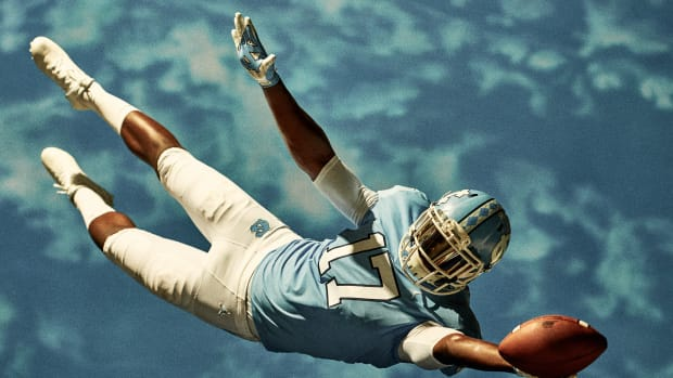 jordan-brand-unc-football-uniform-00