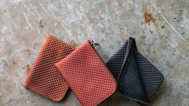 tanner-good-universal-zip-wallet-perforated-leather-00.jpg