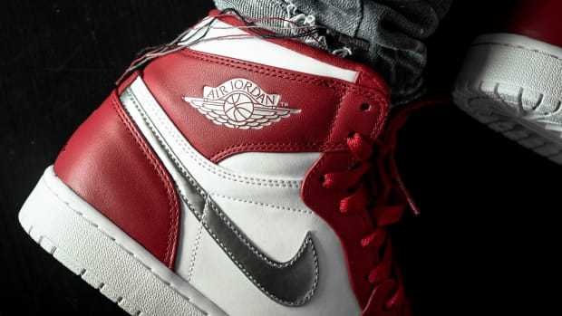 air-jordan-1-retro-high-gold-medal-00.jpg