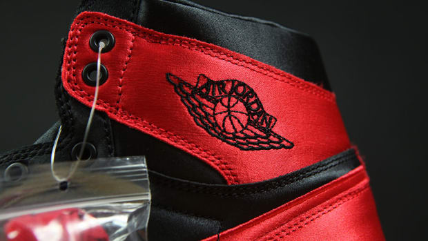 air-jordan-1-satin-detailed-look-00.jpg