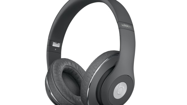 alexander-wang-beats-by-dre-studio-wireless-headphone-00.jpg