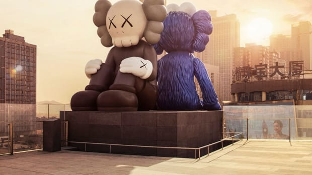 kaws-companion-bff-sculptures-china-01