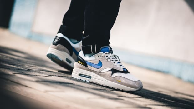 nike-air-max-1-desert-sand-royal-blue-01