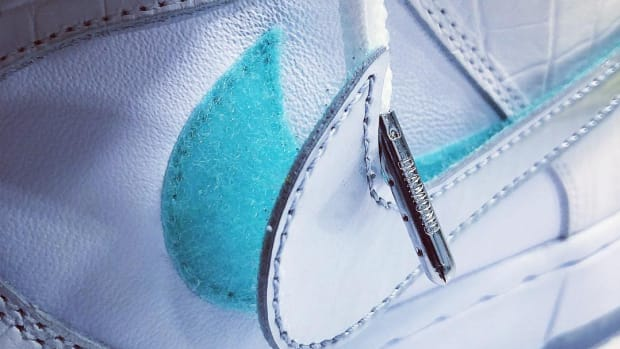 diamond-supply-nike-sb-dunk-white-teaser