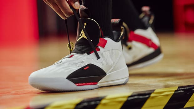 air-jordan-33-unveiled-00