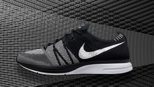 nike-flyknit-trainer-black-white-00