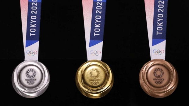 tokyo-2020-olympic-medals-1