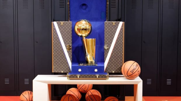 nba-louis-vuitton-larry-o-brien-trophy-travel-case-2020-1