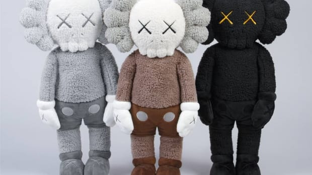 kaws-holiday-hong-kong-plush-2019-0