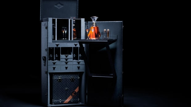 hennessy-louis-vuitton-trunk-arik-levy-crystal-decanter-2019-1