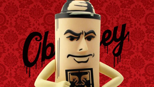 shepard-fairey-strangeco-mr-spray-vinyl-figure-10