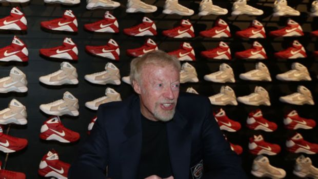 nike-co-founder-phil-knight-naismith-basketball-hall-of-fame-00