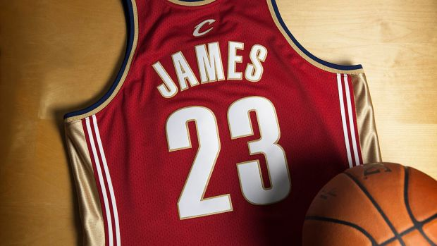 mitchell-and-ness-lebron-james-rookie-jersey-01.jpg
