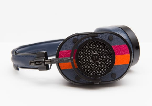 united-arrows-poggy-master-and-dynamic-mh40-headphones-02.jpg