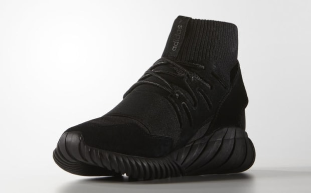 adidas-tubular-doom-triple-black-01.jpg
