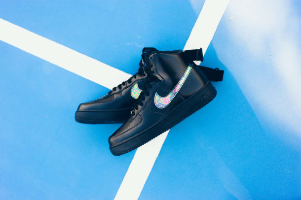 nike-air-force-1-iridescent-accents-01.jpg