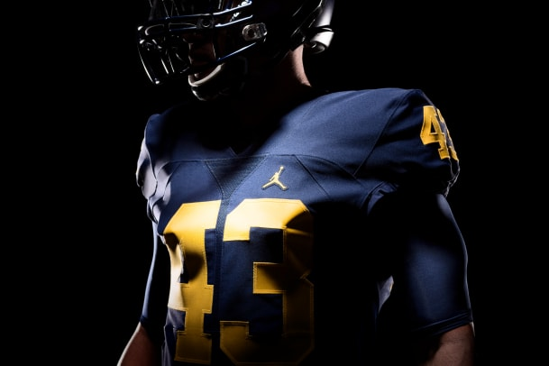 university-of-michigan-jordan-uniform-02.jpg