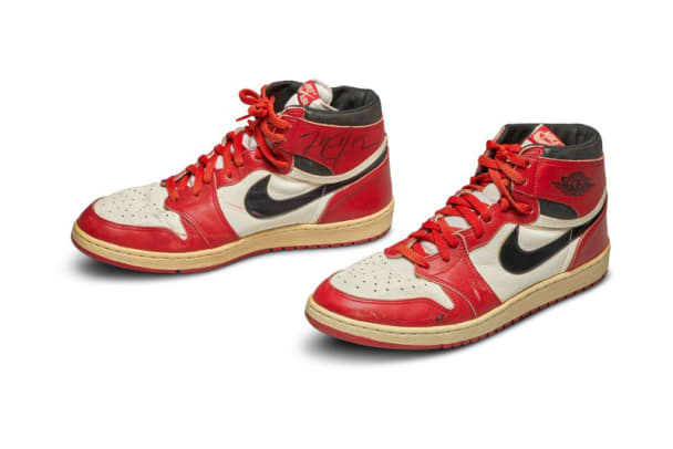 sothebys-michael-jordan-game-worn-autographed-1985-air-jordan-1-player-sample-auction-record-2020-1