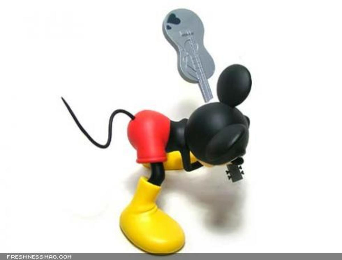 ROEN x MEDICOM TOY x Disney - CLASH Mickey Mouse - 4