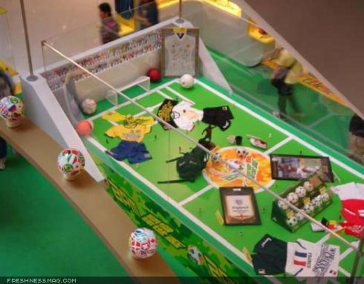 Toy2R - World Cup Display - 3