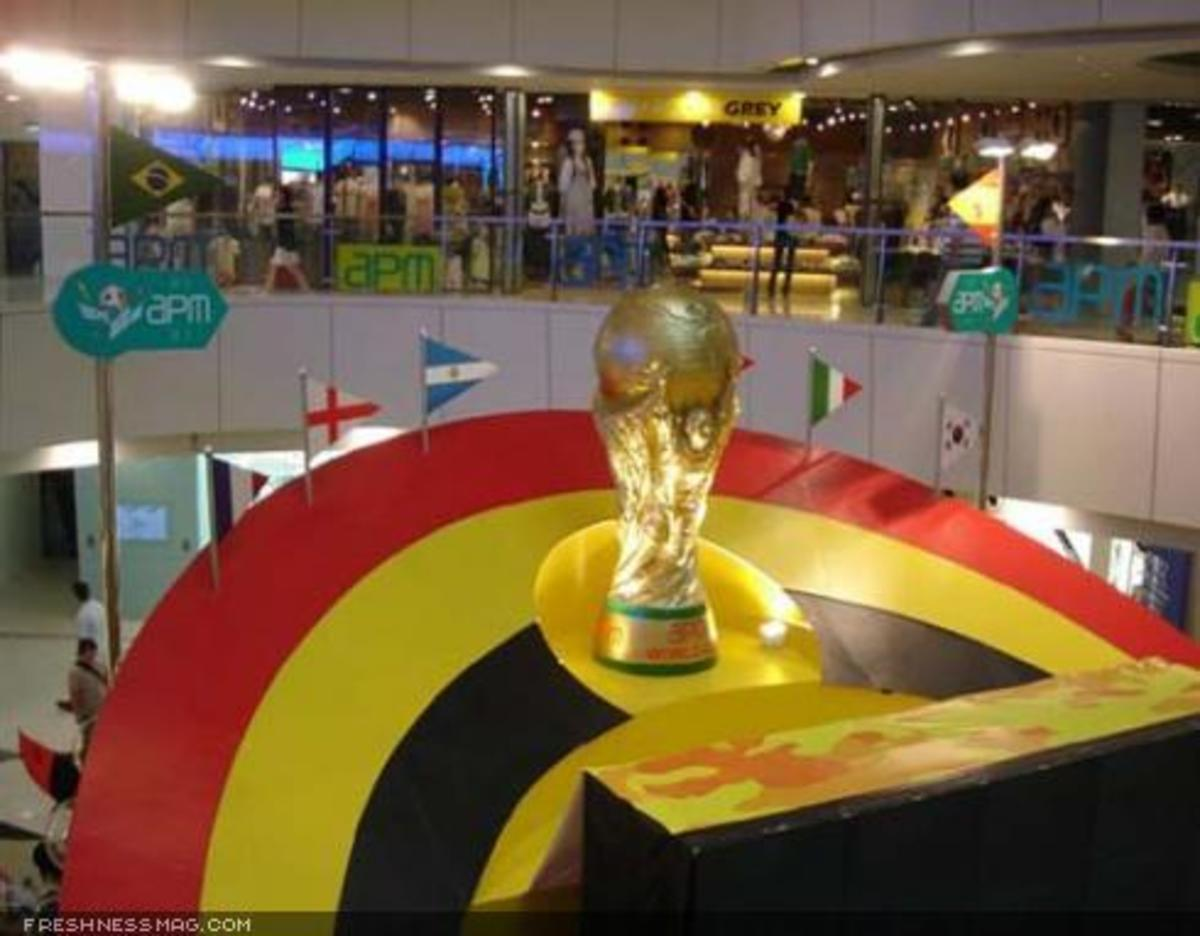 Toy2R - World Cup Display - 4