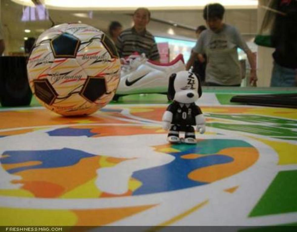 Toy2R - World Cup Display - 8