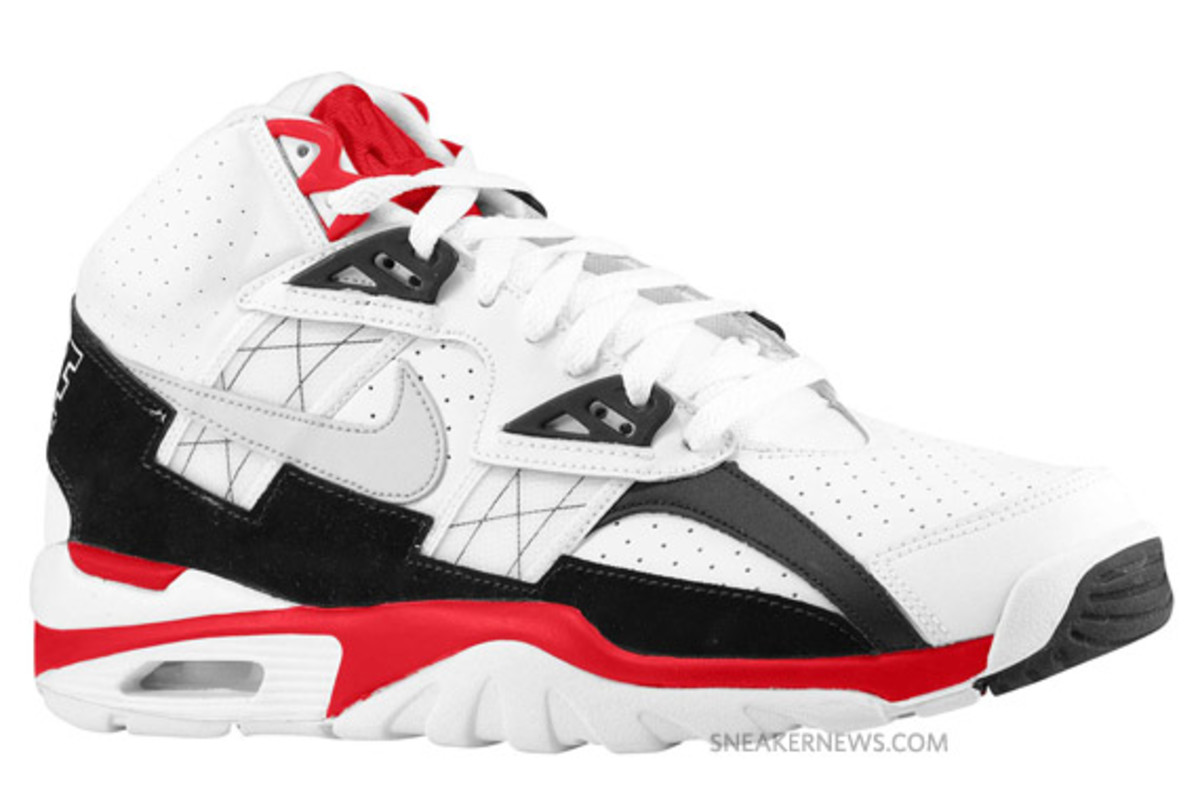 nike-air-trainer-sc-white-red-grey-9