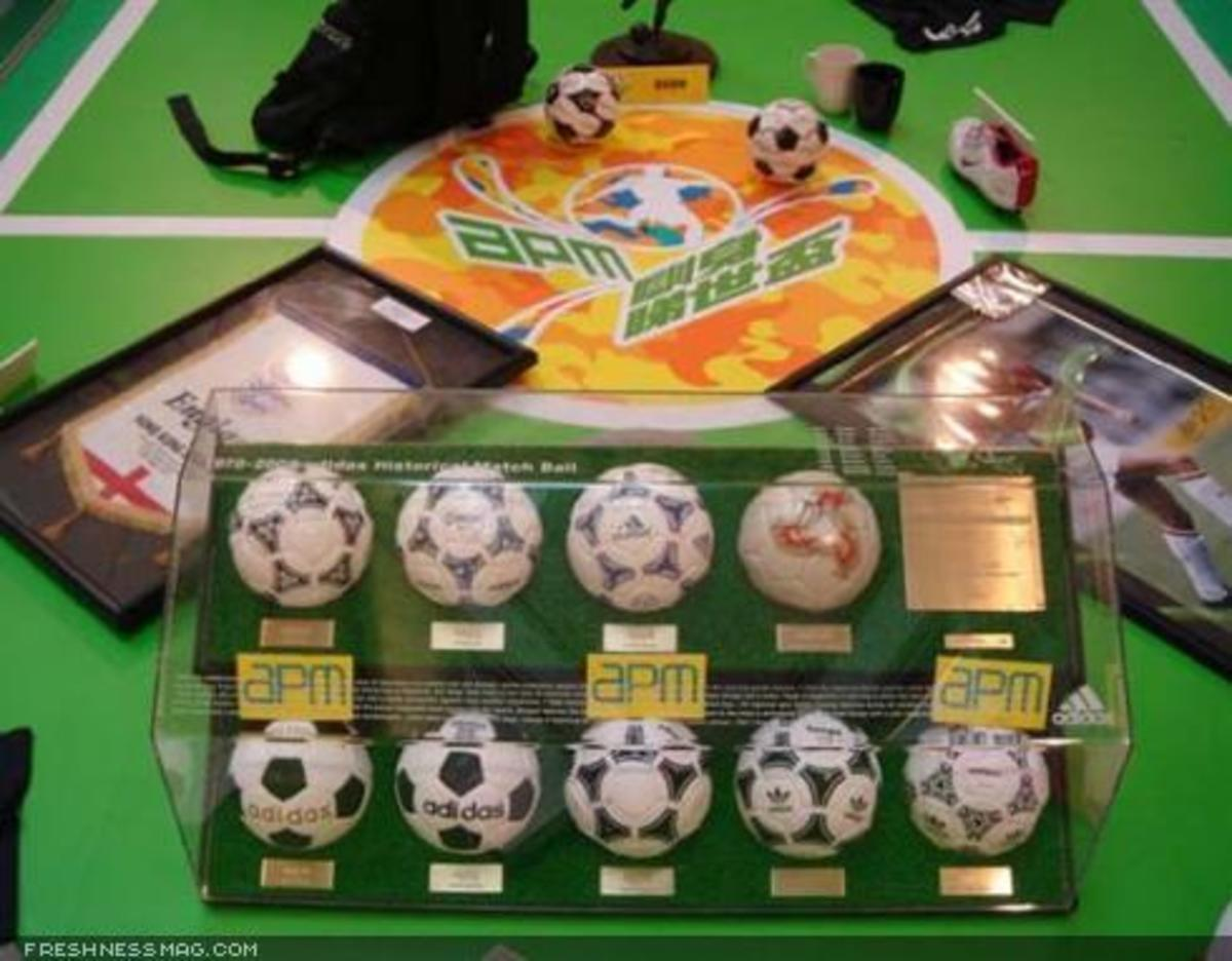 Toy2R - World Cup Display - 5