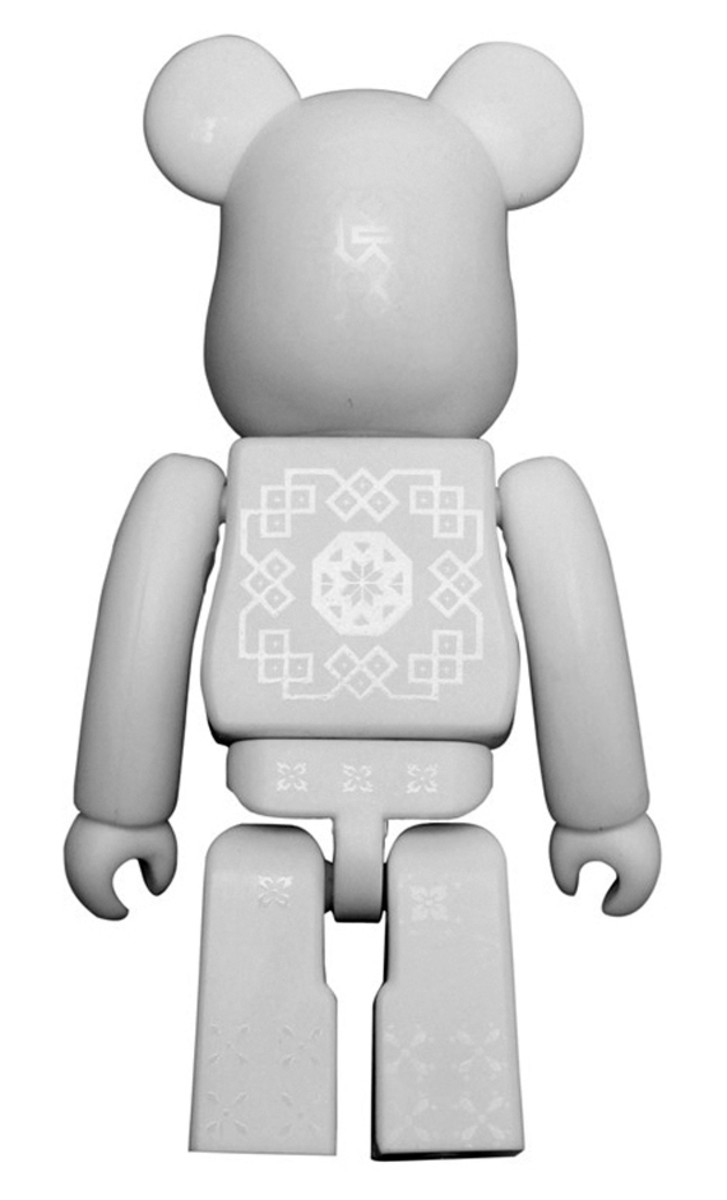 medicom-toy-clot-silk-bearbrick-08-a
