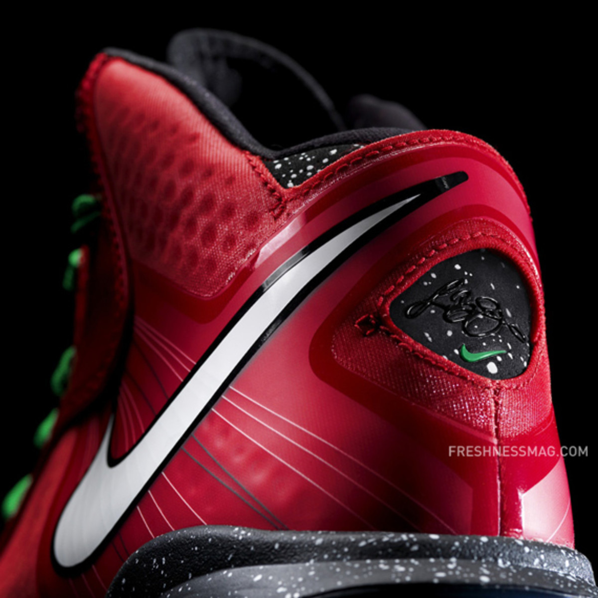 nike-basketball-lebron-8-v2-christmas-2010-10
