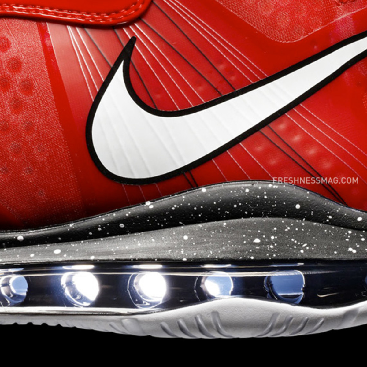 nike-basketball-lebron-8-v2-christmas-2010-01