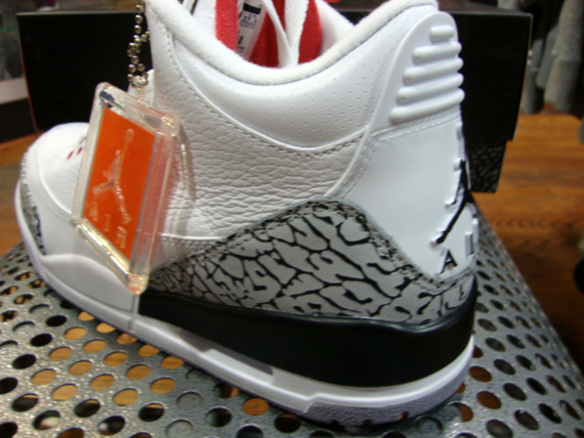 air-jordan-iii-3-white-fire-red-grey-cement-11