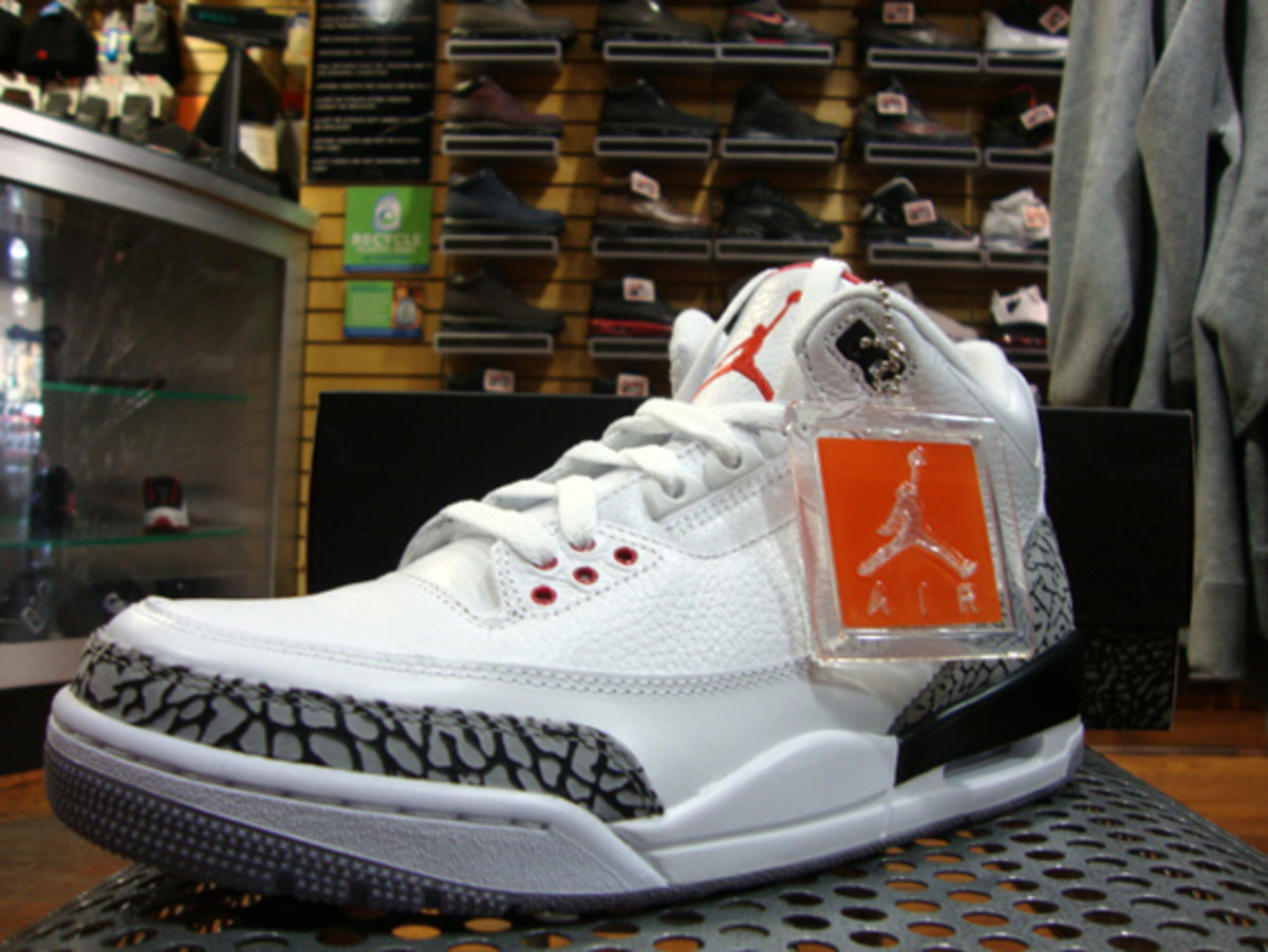air-jordan-iii-3-white-fire-red-grey-cement-05