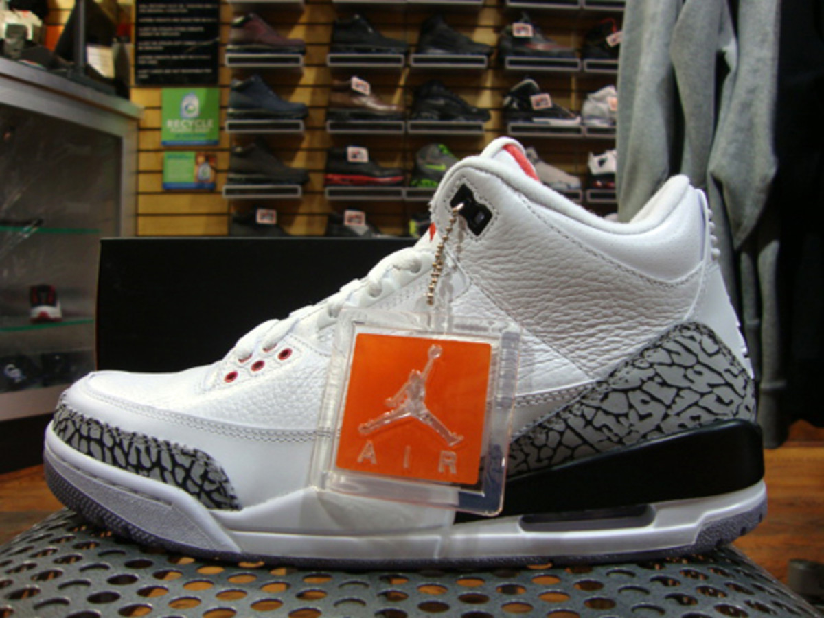 air-jordan-iii-3-white-fire-red-grey-cement-04