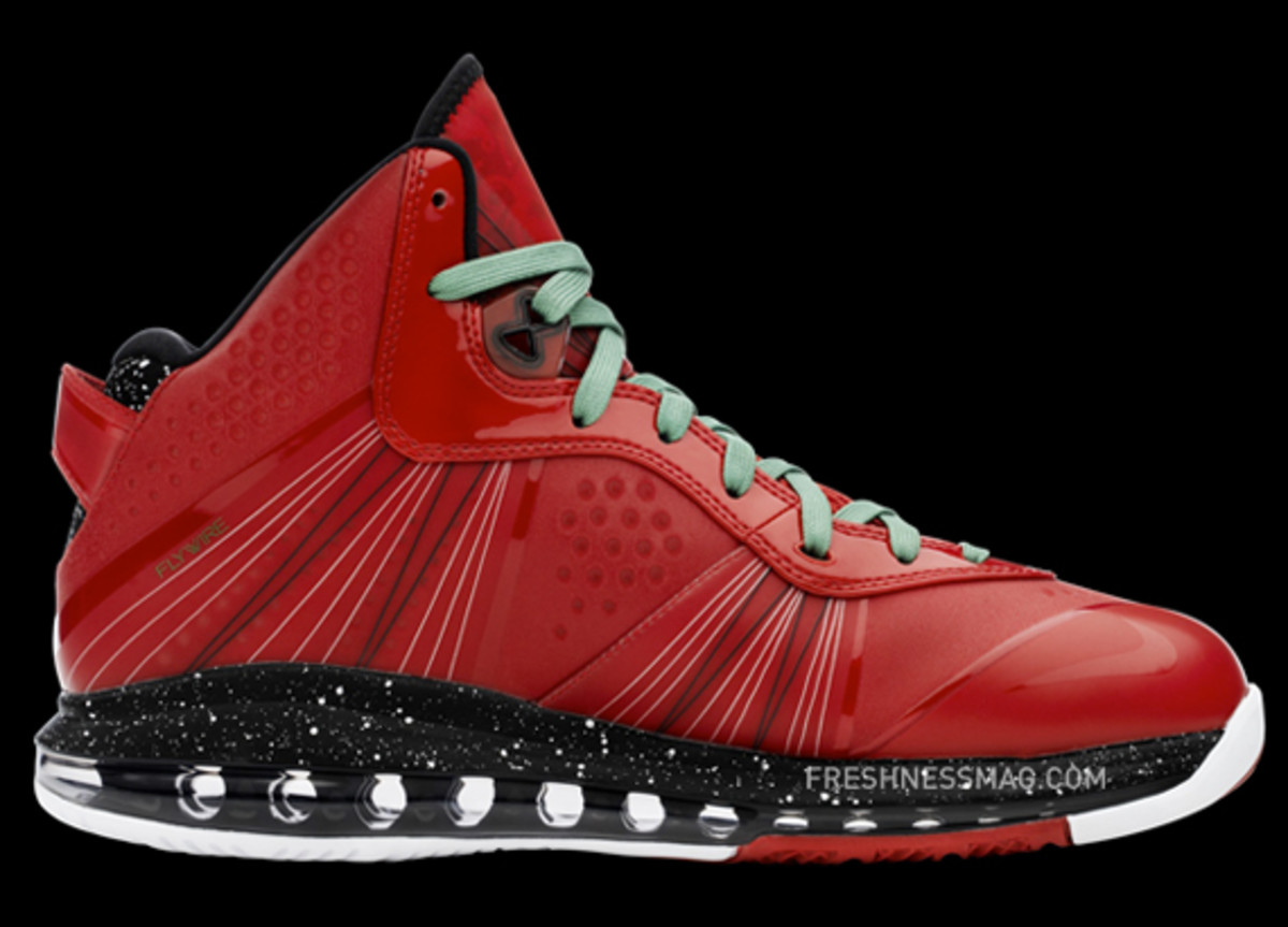 nike-basketball-lebron-8-v2-christmas-2010-13