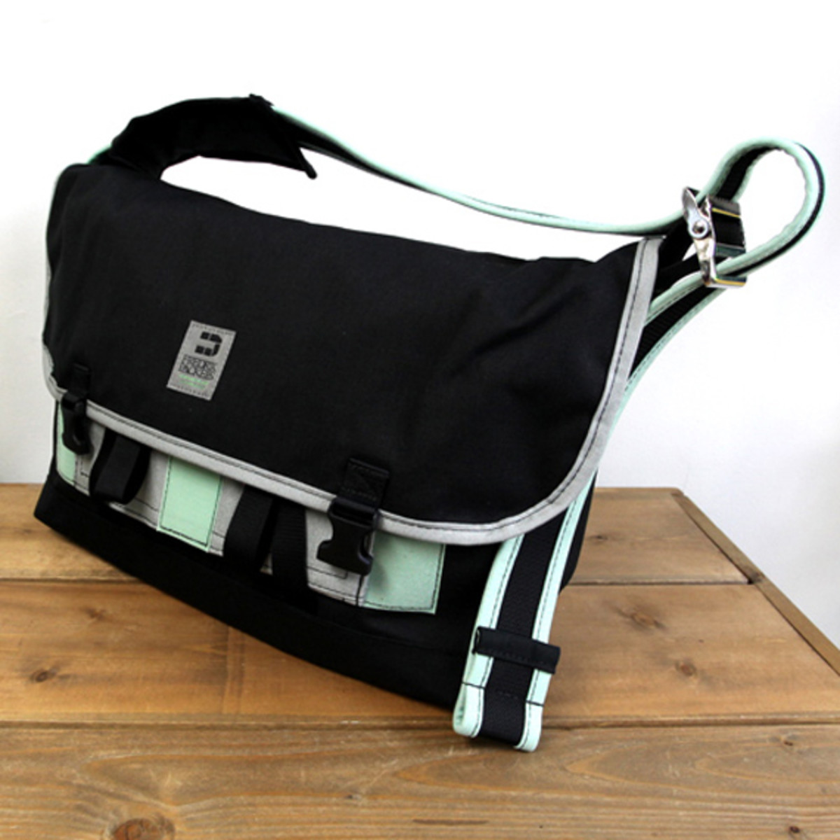 Messenger Pack Pro Small Black Charcoal 2