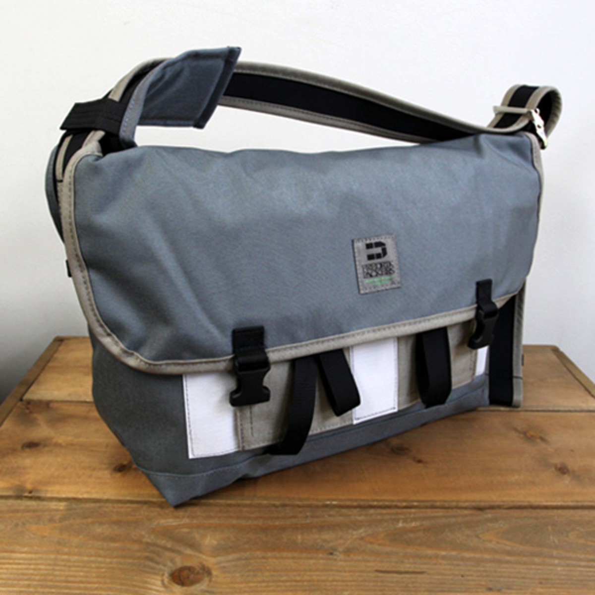 Messenger Pack Pro Small Charcoal Light Brown