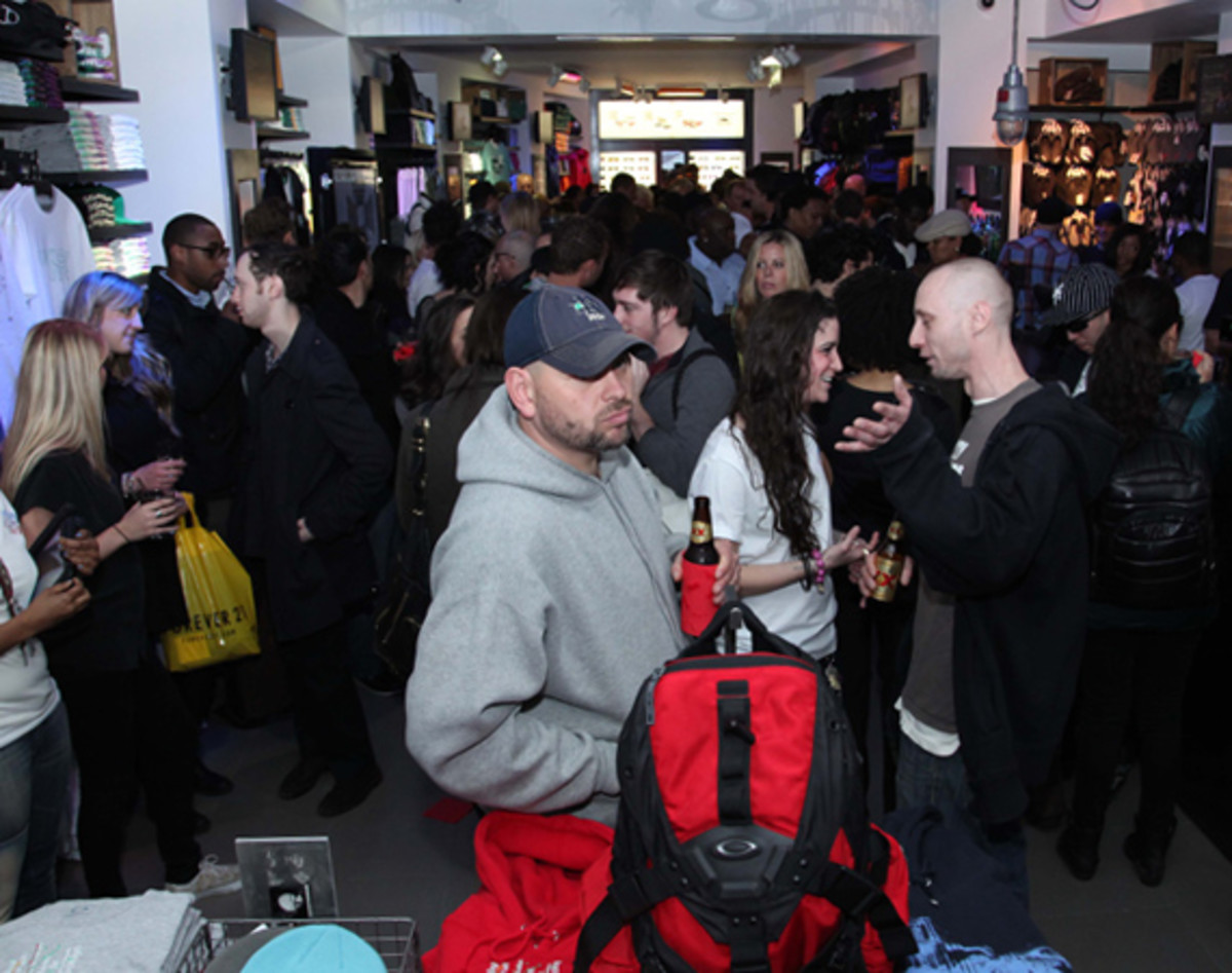 oakley-time-square-grand-opening-08