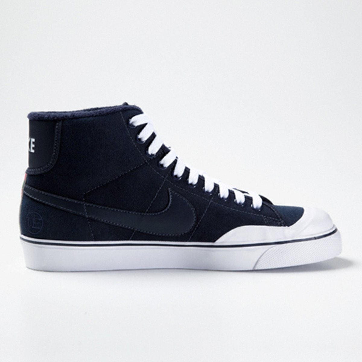 uniform-experiment-nike-all-court-mid-03