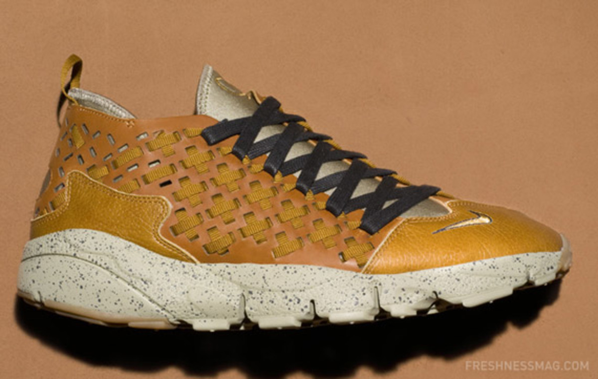 nike-air-footscape-woven-motion-hazelnut-01