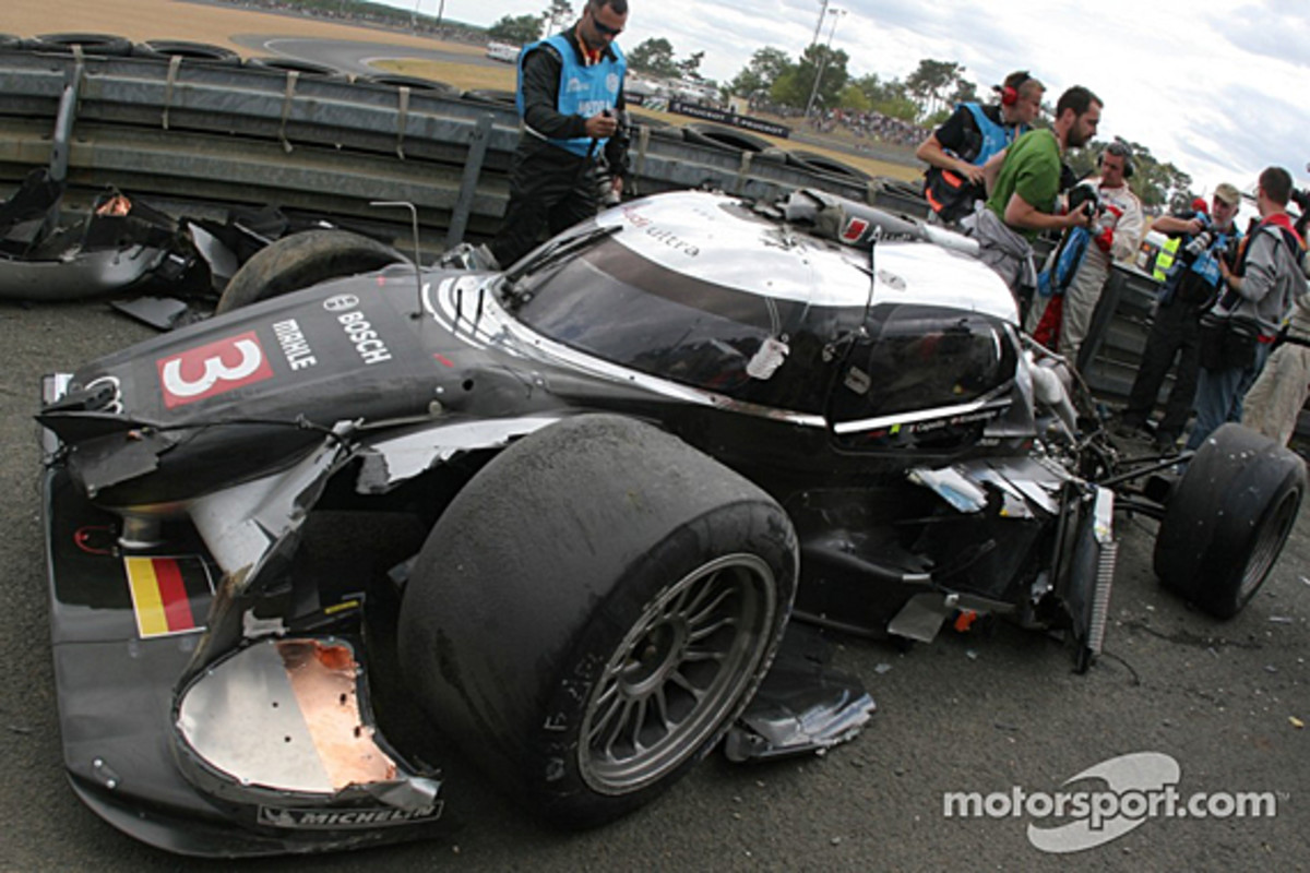 audi-r18-mcnish-accident-12