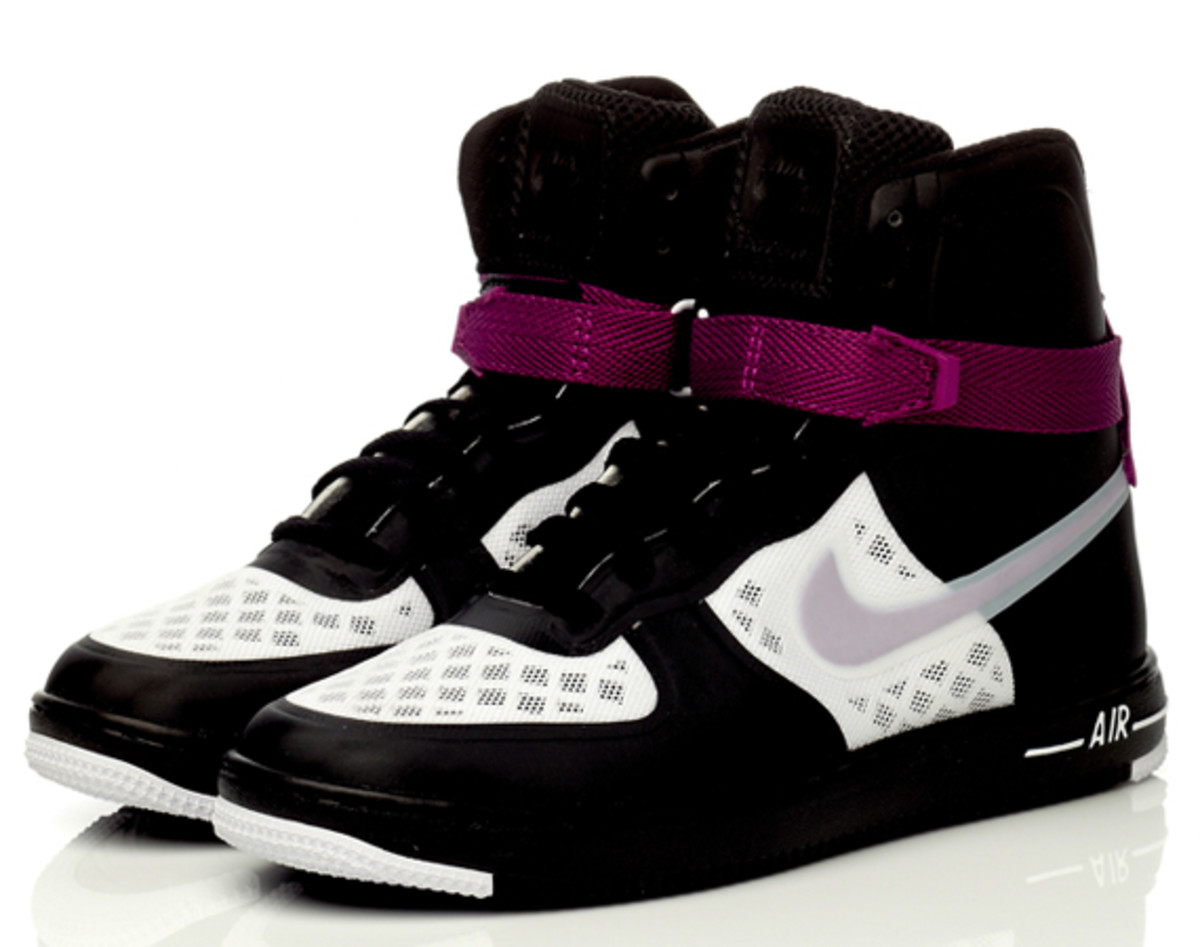nike-sportswear-wmns-air-feather-hi-hyperfuse-premium05