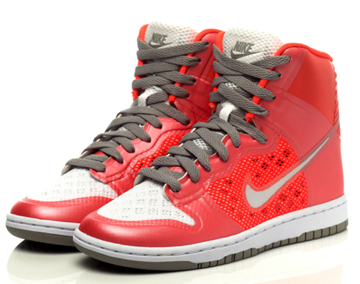 nike-sportswear-hyperfuse-dunk-high-04