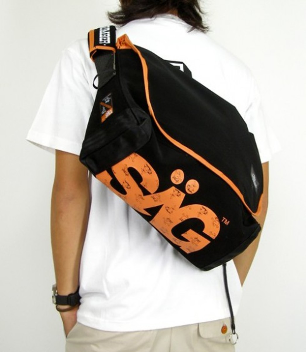SAGLIFE (SAGLIFE) x MAGIC NUMBER - Travelers Messenger Bag