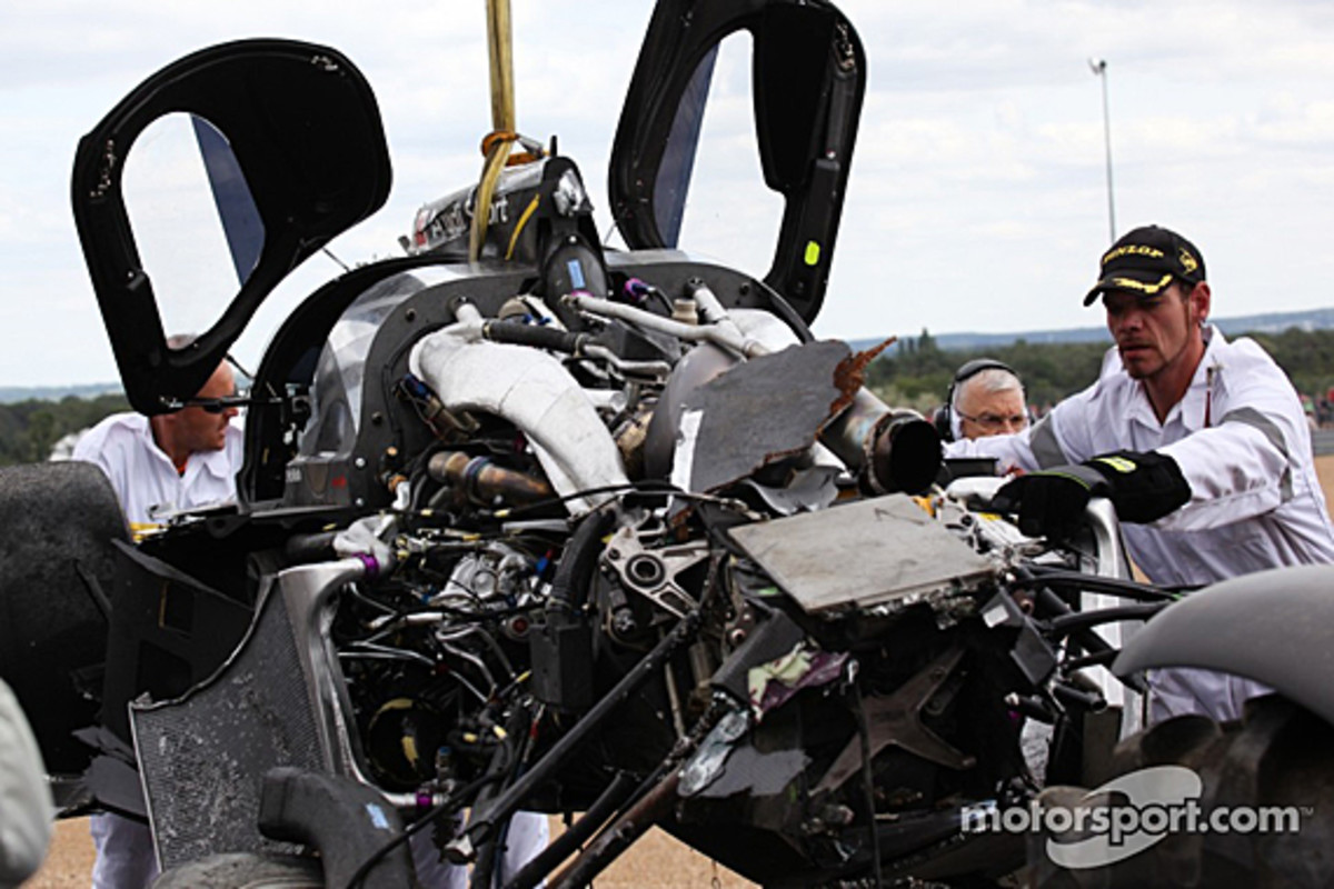 audi-r18-mcnish-accident-15