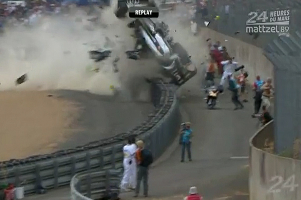 audi-r18-mcnish-accident-03