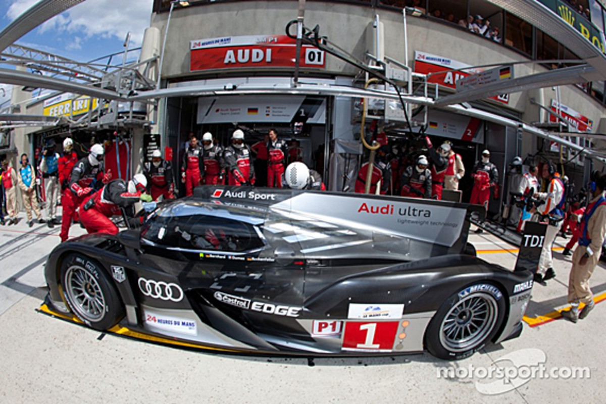 audi-r18-mcnish-accident-02