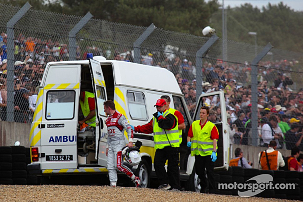 audi-r18-mcnish-accident-06